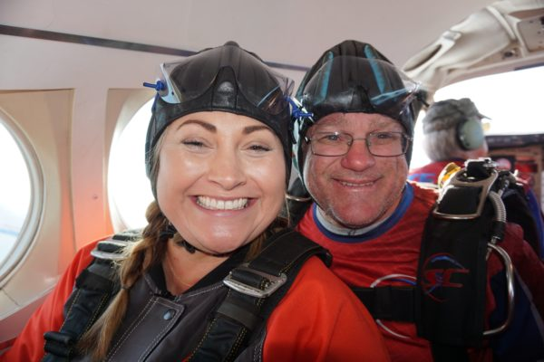 can you wear contacts skydiving