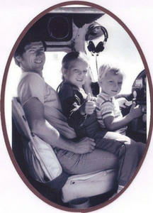 melissa nelson lowe with her dad and brother