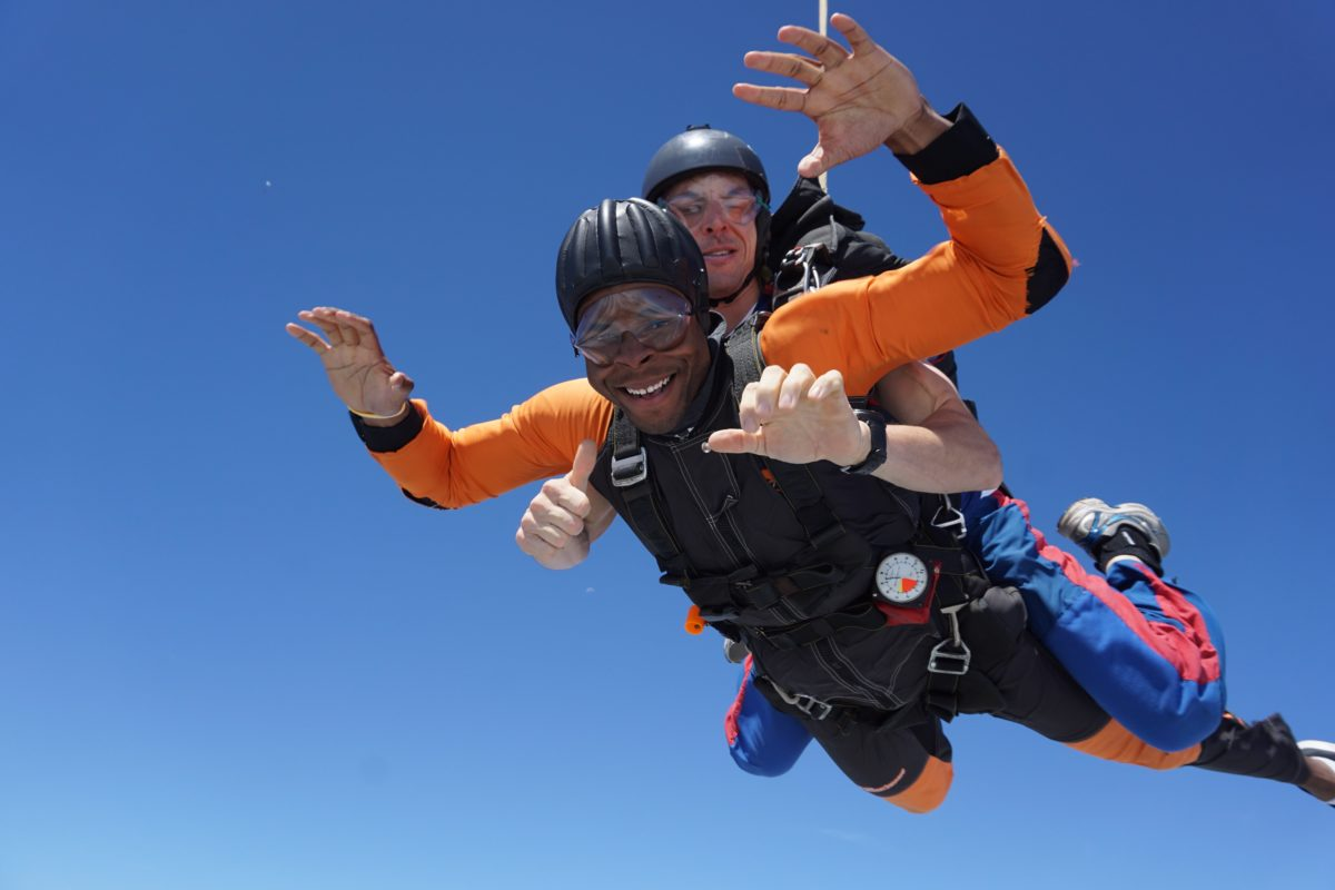 experiencing skydiving and the lessons it Scuba diving is a mode of underwater diving where the  and emergency procedures for self-help and assistance of a similarly equipped diver experiencing.