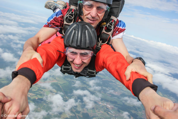 wear contacts skydiving