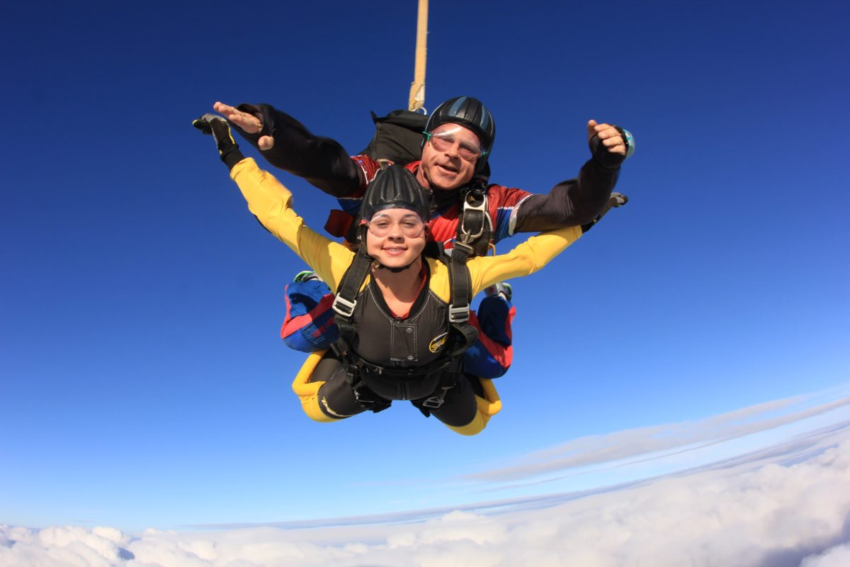 can you listen to music while skydiving